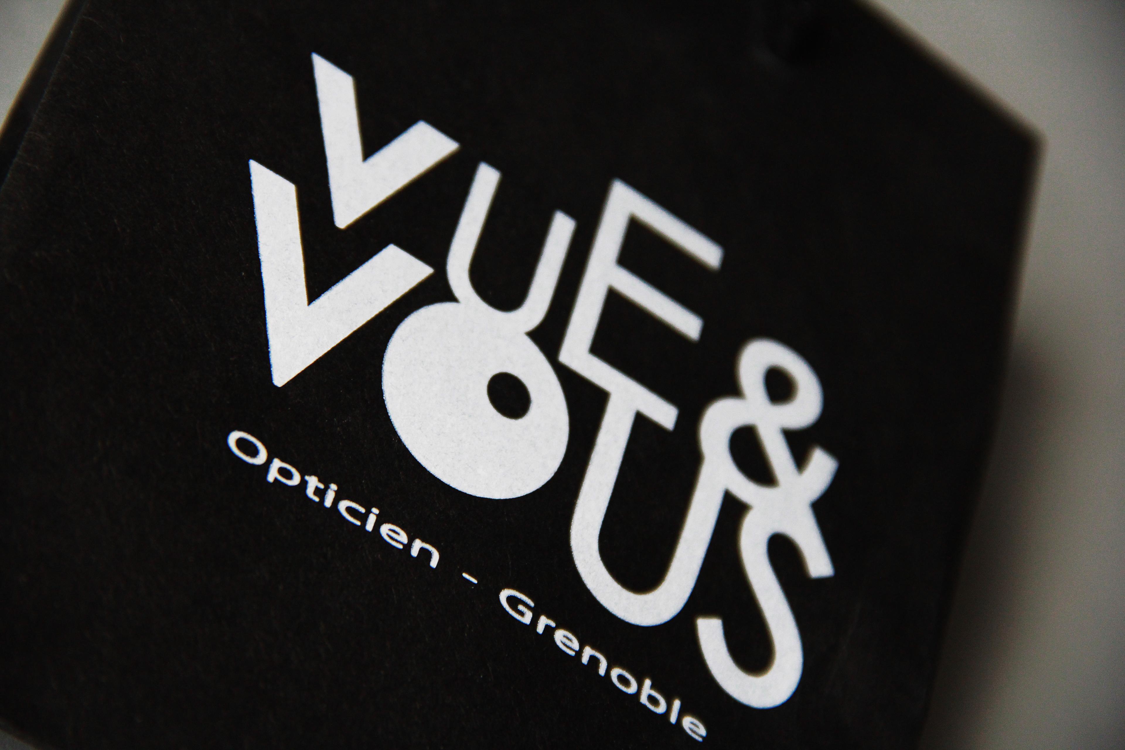 ab49ad1aa10366 Création de l identité visuelle et de l ensemble de sa communication de Vue    Vous. Opticien indépendant basé sur Grenoble  38 .