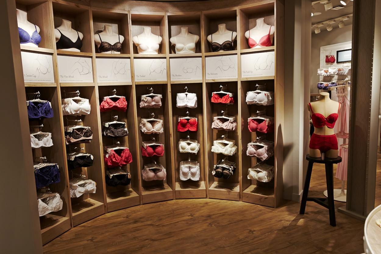 В магазине нижнего белья фото — photo 4