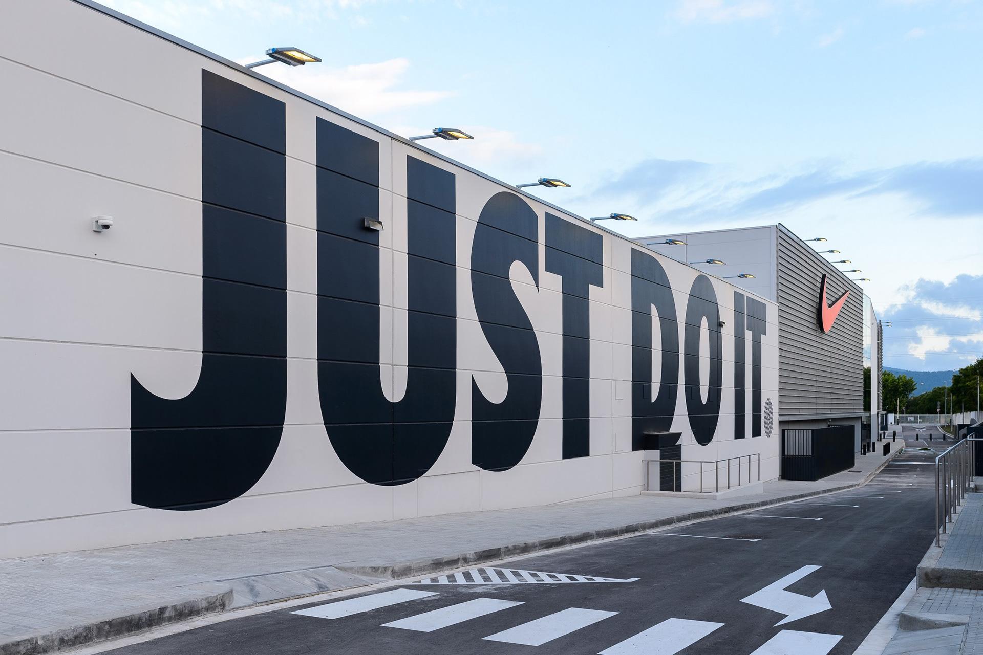 pandilla Privilegiado Debe  Leanna McAlpine - Nike Factory Store, Barcelona